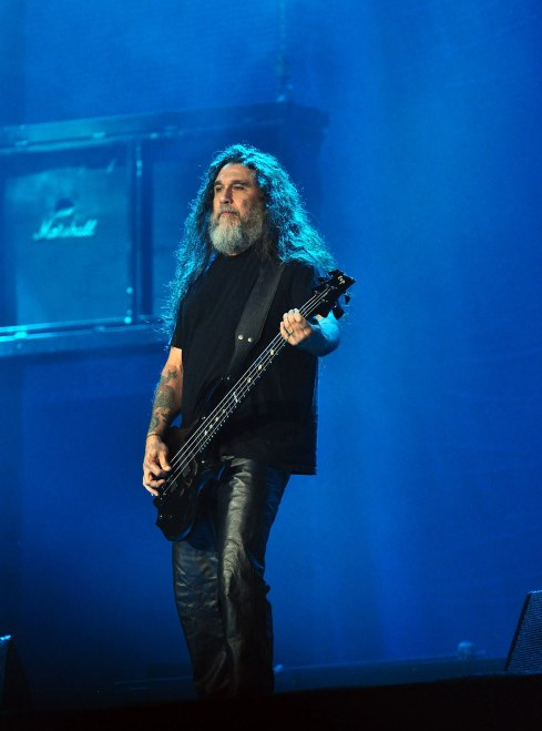 """TOM ARAYA of SLAYER on missing Jeff Hanneman, humanity, the end of the world, more""."