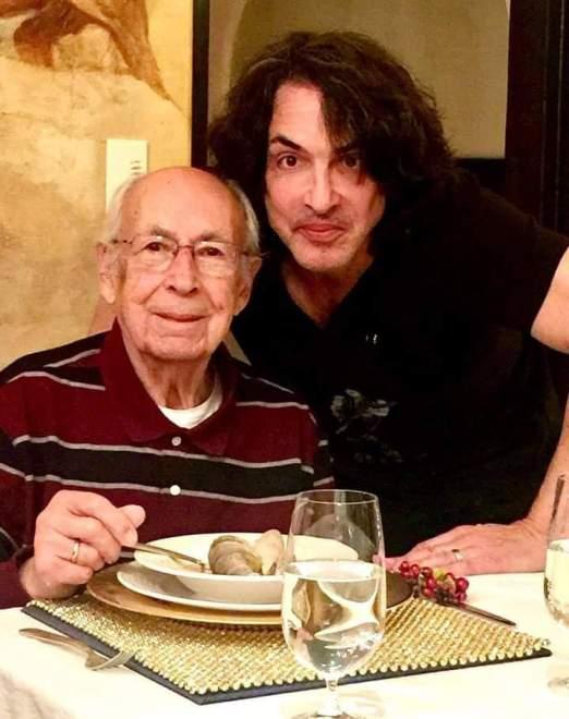 I dag firas Fars Dag i USA. Så här firar Paul och hans 99 årige far.