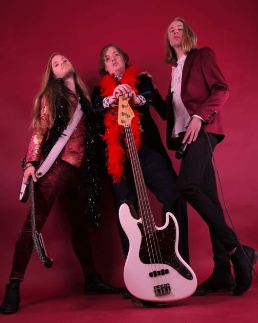 Velvet Insane signar med Wild Kingdom/Sound Pollution.