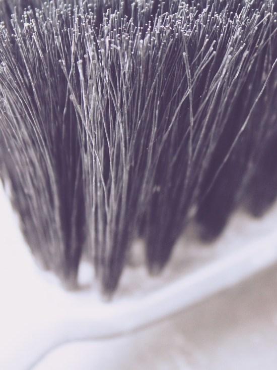 hand-brush-880496_1280