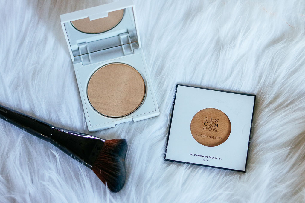 everyday face make-up clove + hallow pressed mineral foundation