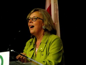 Elizabeth May leaks nude photos of herself from 1981