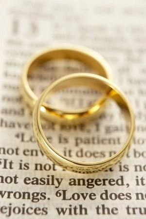 bible and rings © Monkey Business Images | dreamstime.com