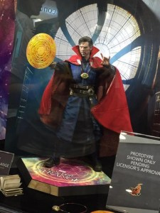 ACGHK-2016-Doctor-Strange-Sixth-Scale-Figure-Hot-Toys-640x853