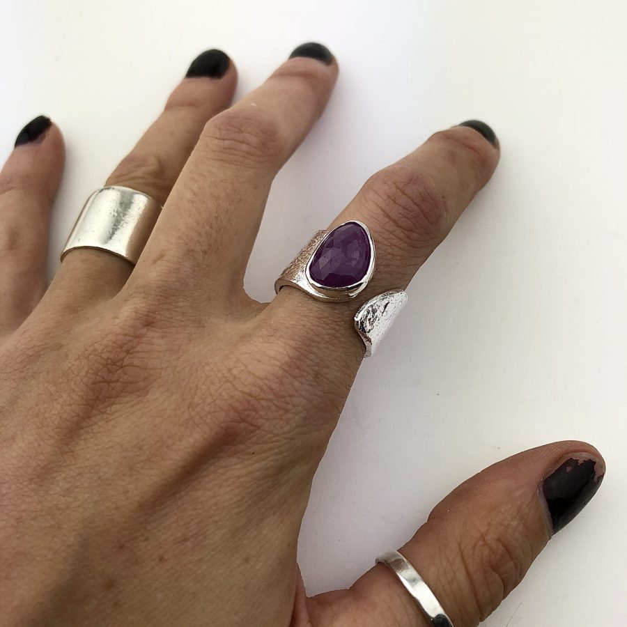reticulated sapphire ring