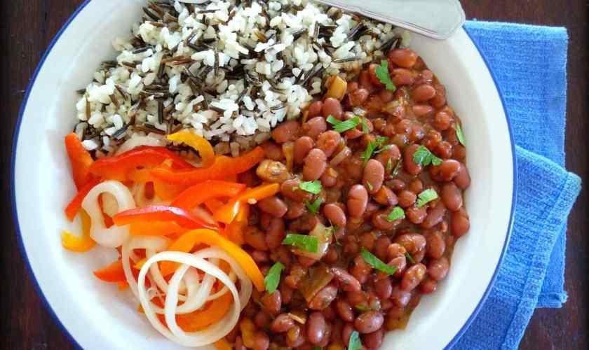 Vegetarian frijoles rojos con arroz