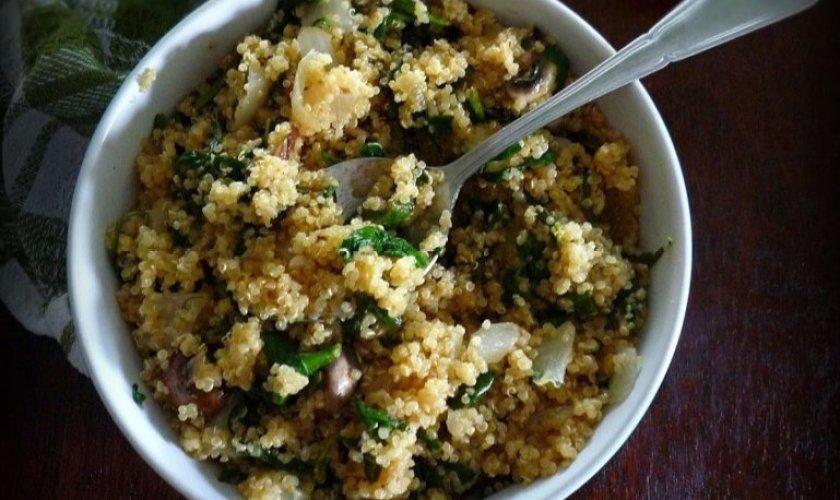 Quinoa Spinach Pilaf with Cremini Mushrooms