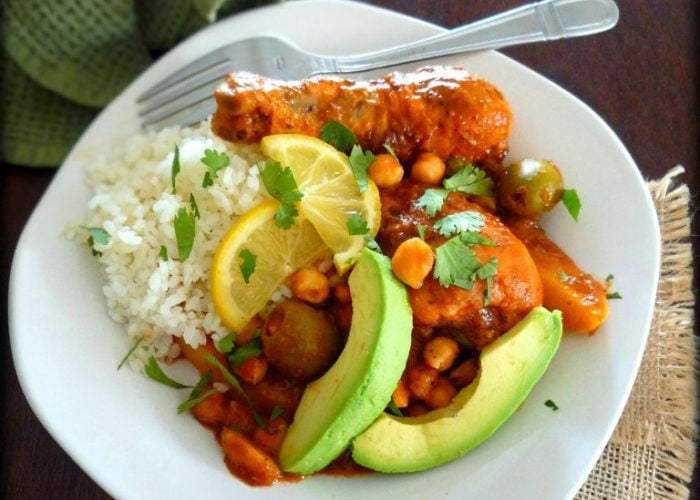 Chicken legs in Red Sauce and Chick Peas – Piernas de Pollo en salsa Roja y Garbanzos