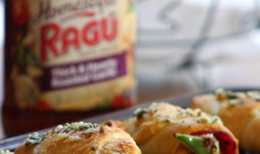 Easy Peasy Pepperoni Pizza Rolls with RAGÚ® Homestyle Sauce