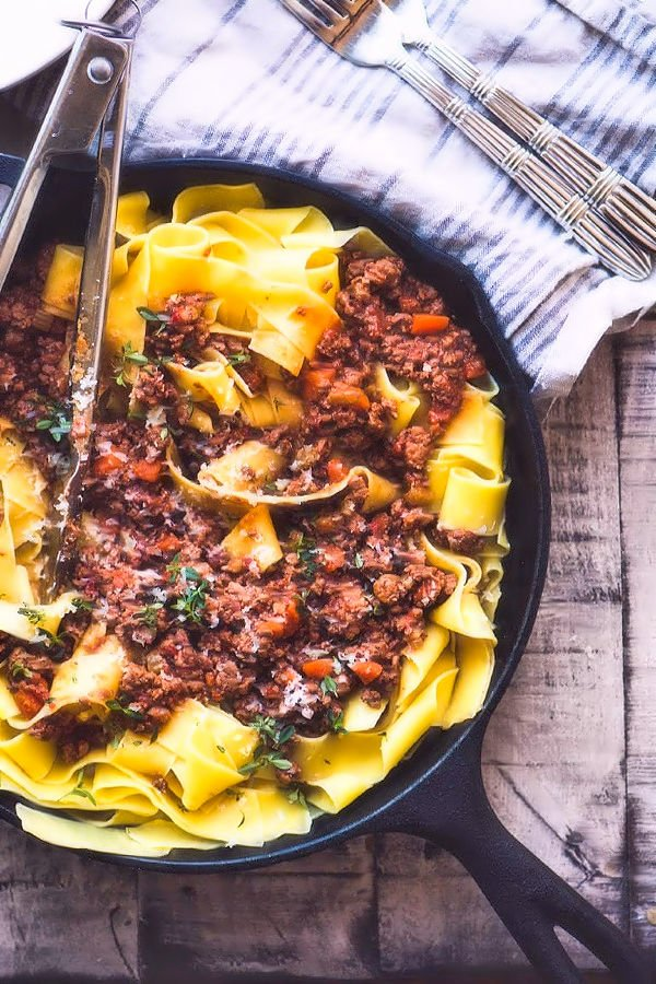 Easy Pasta Bolognese Recipe ~ this classic Italian meat sauce is comforting and SO satisfying! It gets even better as it sits in the fridge, so plan to make a big batch over the weekend and enjoy it all week long.