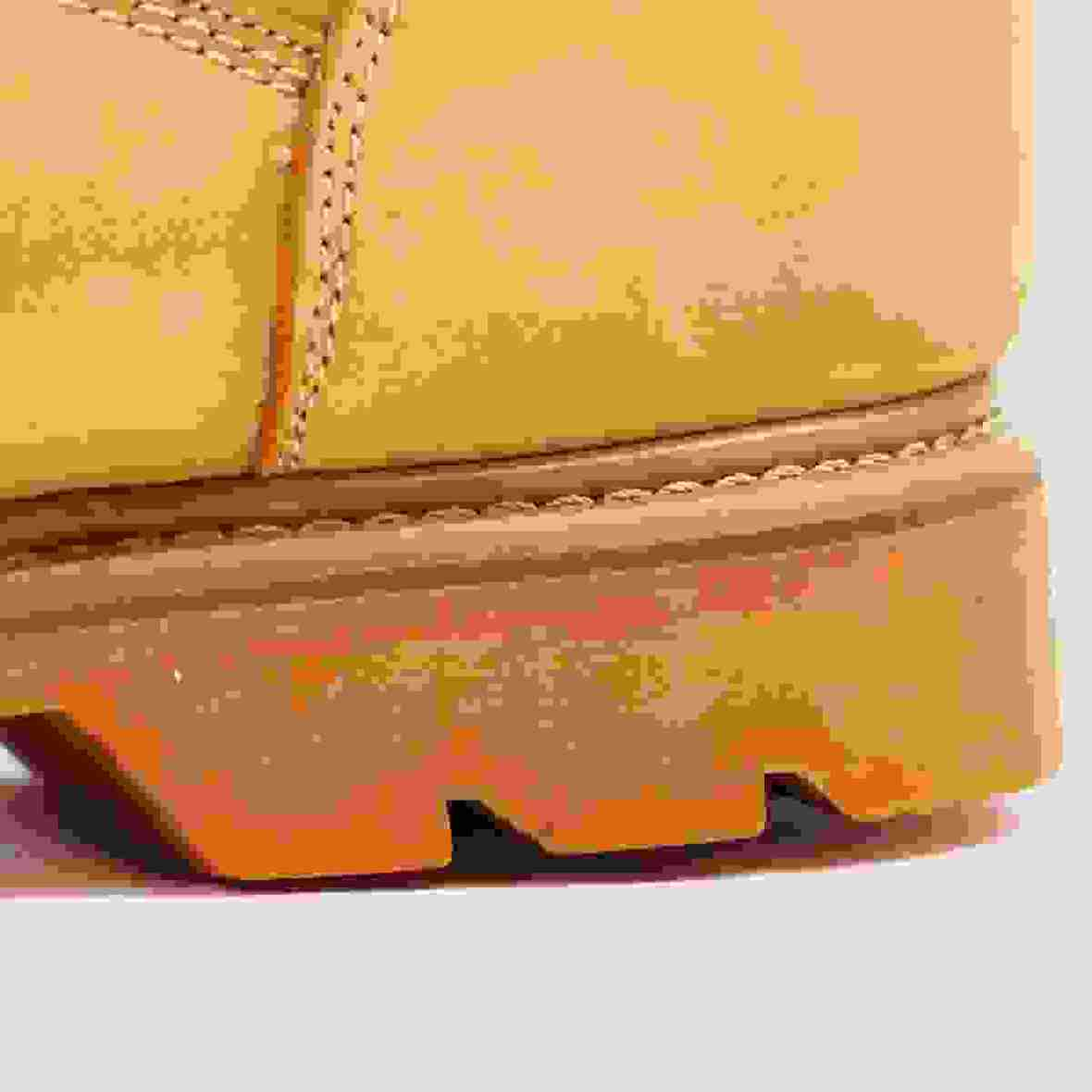 Tracking boots heel