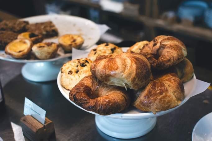 foodiesfeed.com__croissants-in-a-café