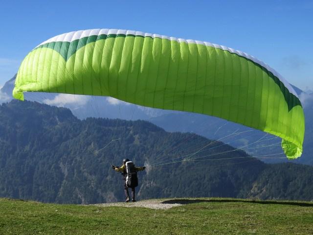 paragliding-441880_1280