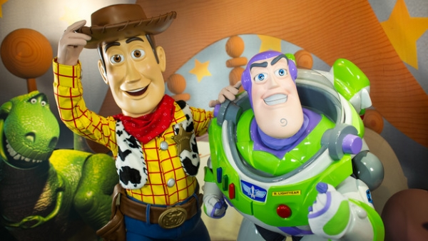 character-meet-buzz-woody-pixar-place-00_0-600x338