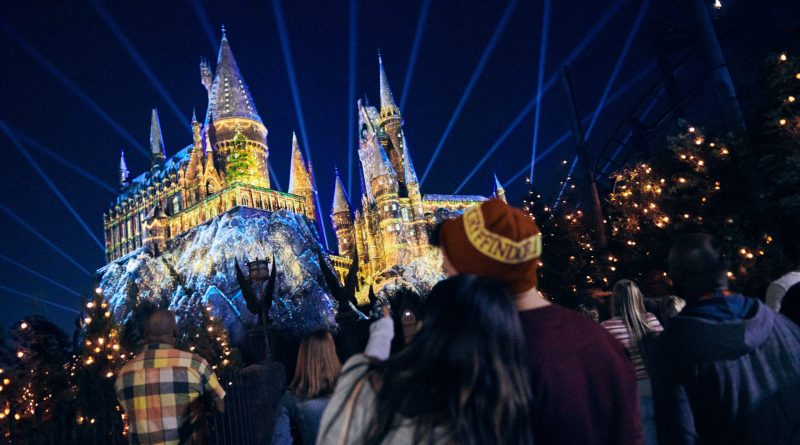 [FIRST LOOK] Holiday Details at Universal Orlando Revealed