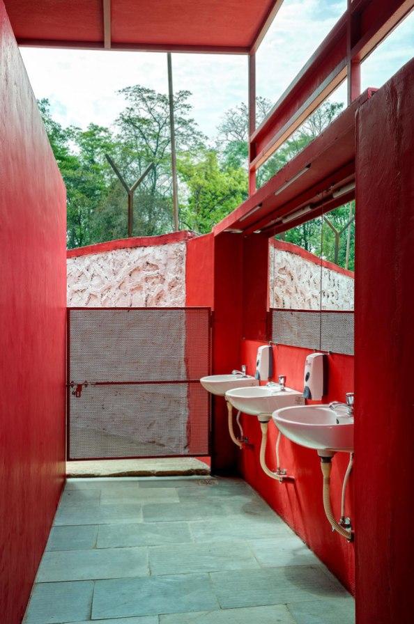11---Male-toilet-lobby