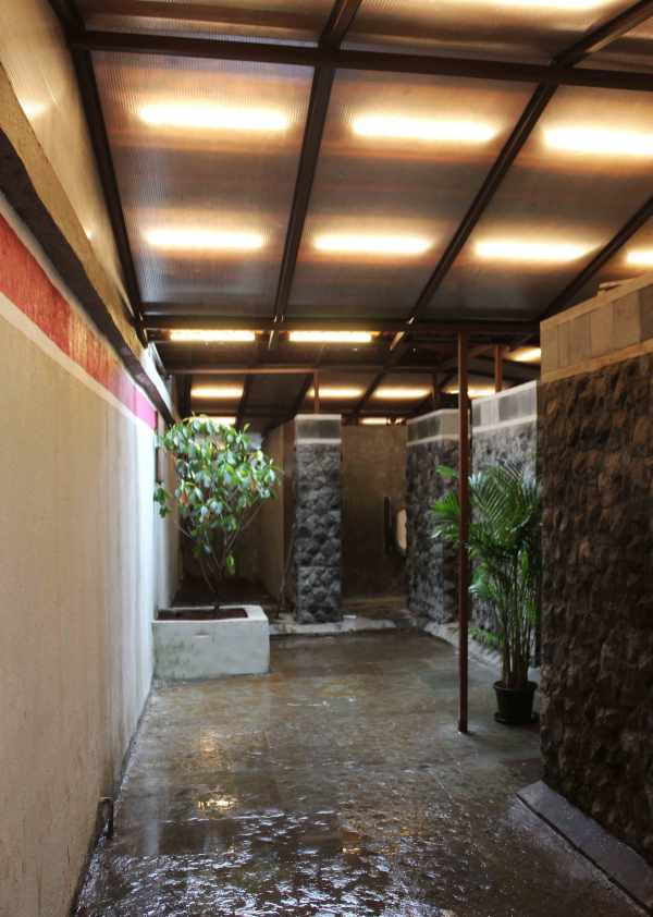 03-Courtyard-from-entry-with-lights