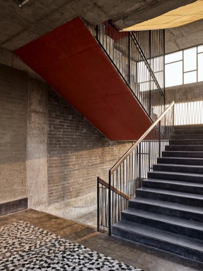 07-Staircase-Colors-And-Mosaic-Floor