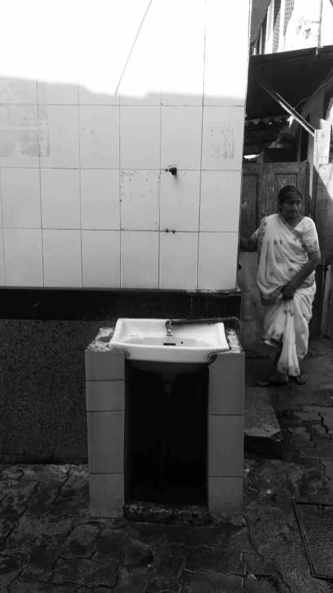 03-Female-toilet-and-wash-basin