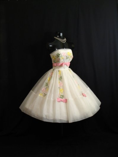 Vintage 1950s wedding dress, by VintageVortex on etsy.com