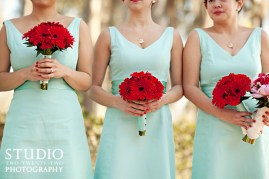 Bridesmaids in Tiffany-blue with red gerbera bouquets