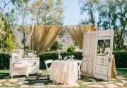American Idol winner Lee DeWyze's and Jonna Walsh's wedding reception had vintage-inspired decor