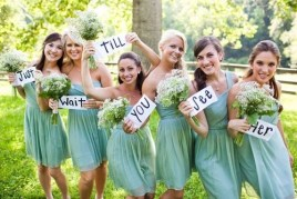 Bridesmaids send a pxt message to the groom before the ceremony