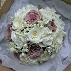 Mauve and ivory bouquet