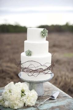 Wedding cake inspiration {via vintagetearoses.com}