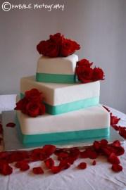 Wedding cake idea {via myfavoriteflowers.com}