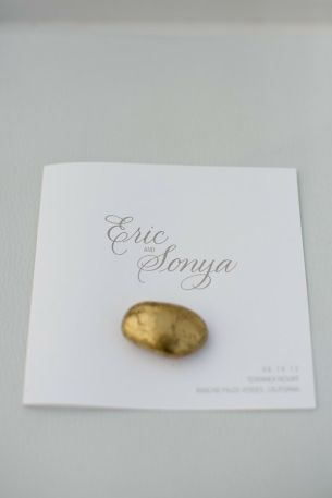 Placecard with a gold stone {via stylemepretty.com}