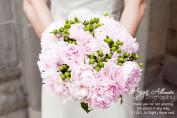 Light pink and green bouquet inspiration {via twotwentyone.net}