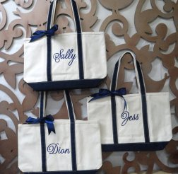 Personalised bridesmaid tote bags, by elrileyembroidery on etsy.com