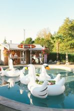 Decorative blow-up swans {via 100layercake.com}