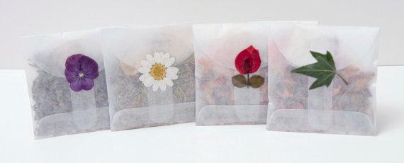 Flower confetti - www.etsy.com/shop/Flowerfetti