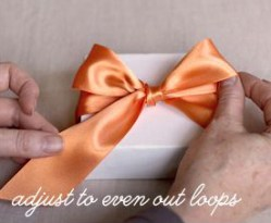 How to tie a perfect bow tutorial - http://www.elli.com/blog/how-to-tie-a-perfect-bow/