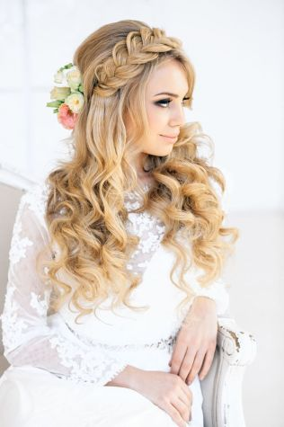 Romantic braid and curls {via elstile.ru}