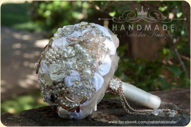 Brooch bouquet - www.etsy.com/shop/OceanIdeas