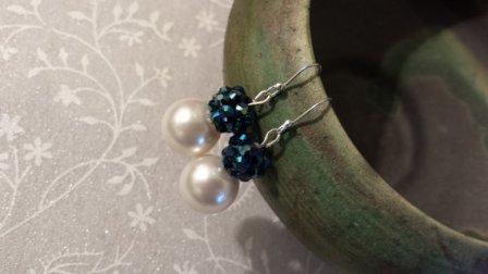 Midnight blue and pearl earrings - www.etsy.com/shop/SparklePearls