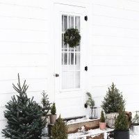 Simple Outdoor Christmas Decor