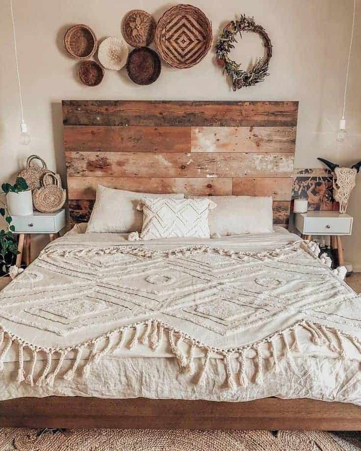 25 Cozy Bohemian Bedroom Ideas for Your First Apartment ... on Bohemian Bedroom Ideas  id=94952