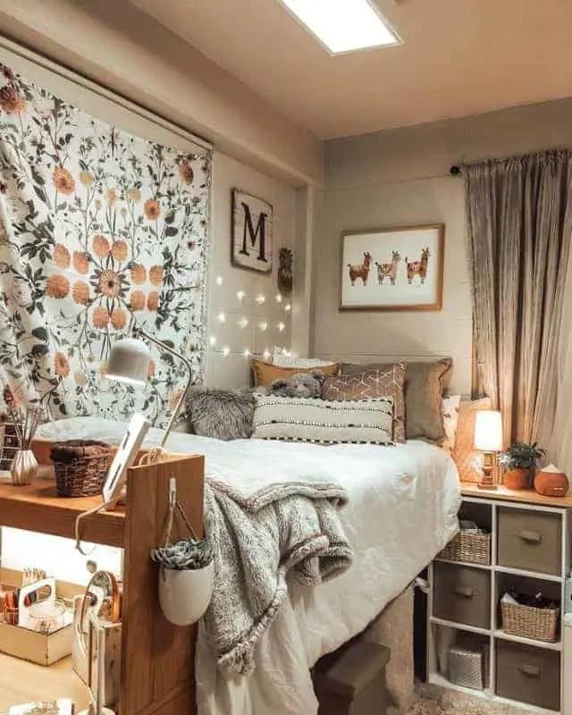 10 Amazing Dorm Room Wall Decor Ideas to Make Your ... on Room Wall Decor id=59168