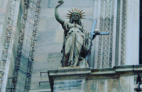 statue liberty milan