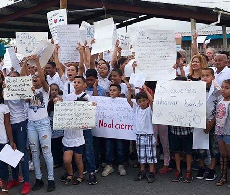 Protesta en Yabucoa el 3 de junio contra plan del gobierno de cerrar escuela.