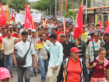 Peasants from Barinas, Venezuela, march on Caracas Aug. 8. They demand central government stop judges, capitalist landowners and police from evicting small farmers from land they won when Hugo Chávez was president, as well as release of their leaders who have been jailed, and end to impunity for landowners' hired thugs who have killed over 350 peasants.