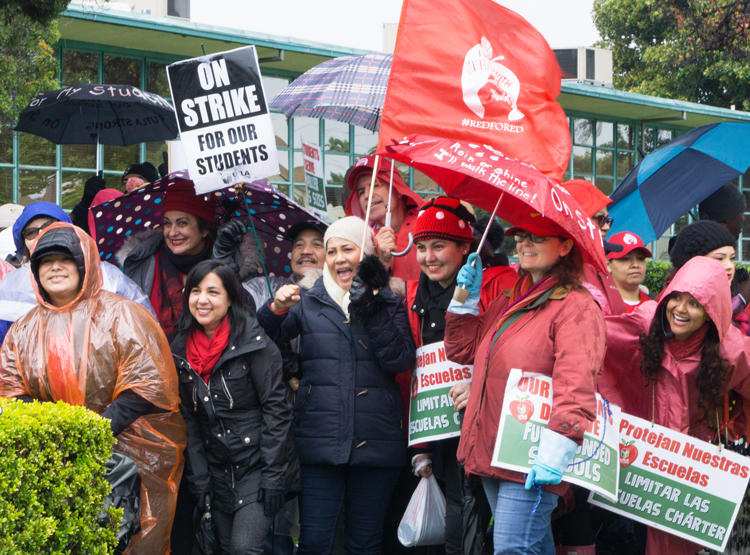 Teachers picket Dorsey High School in Los Angeles Jan. 17 before strike settled. Capitalist rulers there underestimated widespread support teachers strike got from working people.
