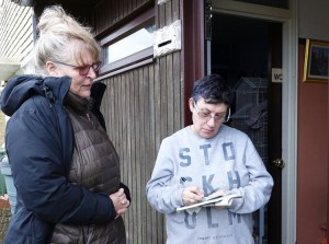 """Communist League member Julie Crawford shows health care worker Olly Tuppen Are They Rich Because They're Smart? by Jack Barnes, in Basildon, Essex, near London, Jan. 12. """"They're rich because of us!"""" said Tuppen. She also got a Militant subscription."""