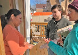 """Fidelina Santos buys Spanish edition of Is Socialist Revolution in the US Possible? from Tom Ricci and Naomi Craine in Chicago March 12. They were campaigning door to door with Dan Fein, SWP candidate for mayor. Ricci, a rail carman, said, """"This was the opposite"""" to his experience canvassing for Democrats years ago. People were """"enthusiastic about communist literature."""" Workers they met bought three books by SWP leaders and a Militant subscription."""