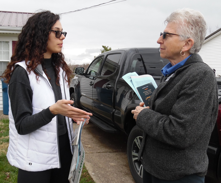 """""""For years I've hated how capitalism pits everyone against each other,"""" nurse Mickale Hensley, left, in her front yard, told SWP member Maggie Trowe in Williamstown, Kentucky, April 5."""