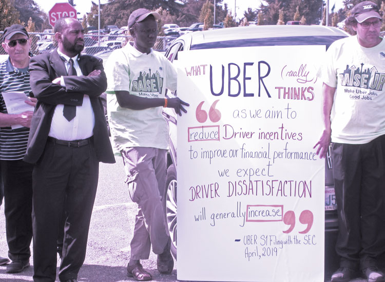 Huelguistas de Uber, Lyft protestan en Seattle, 8 de mayo. Todos los choferes necesitan una sola unión para luchar contra patrones. En Nueva York, algunos taxistas se unieron a las protestas.